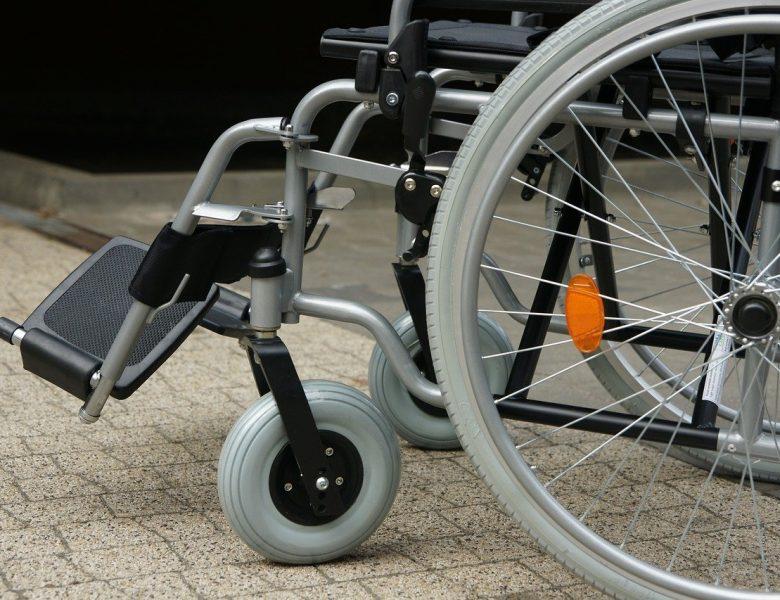 Quels sont les avantages de la location en ligne d'un fauteuil roulant ?