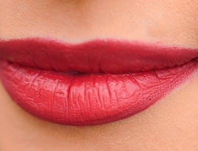 Une injection d'acide hyaluronique pour repulper vos lèvres
